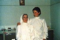 Imagen de una hermana con una auxiliar