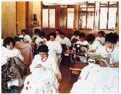 Imagen de pacientes en taller de bordado