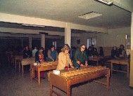Imagen de pacientes en el taller de cartonaje